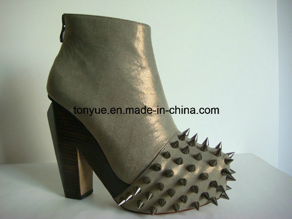 Lady Leather Square Wooden Heel and Taper Pin Toe Ankle Boot