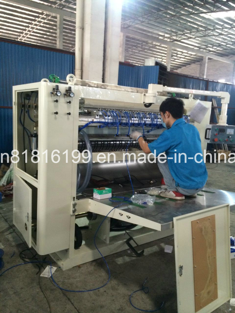 Tissue Paper Folding Machine with Embossing