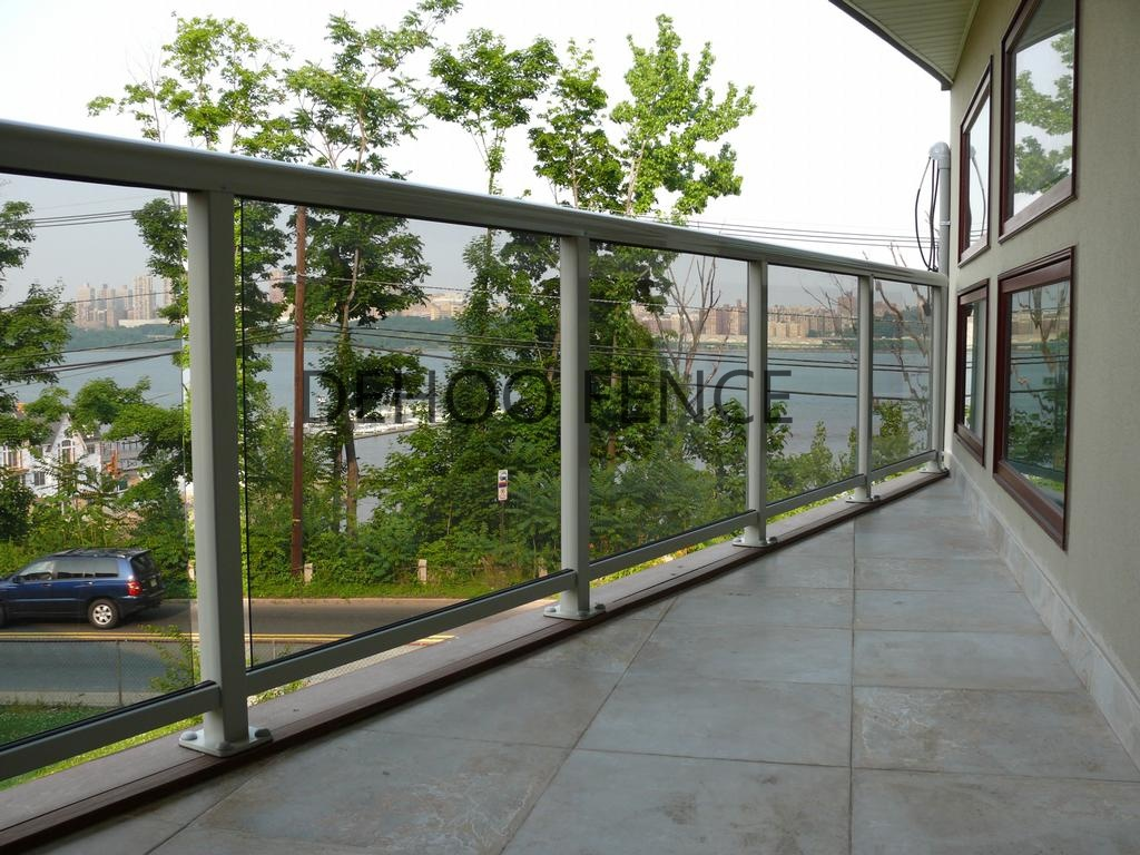Ce/SGS Simple Custom Glass Balcony Fence for Residential, Commercial and Industrial Construction