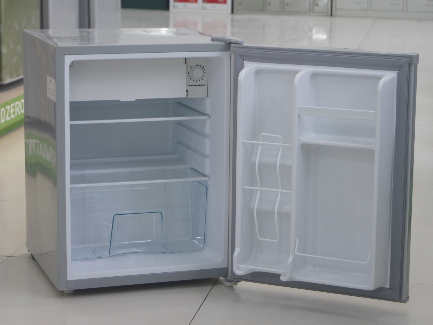 Compact Refrigerator with 80L Capacity