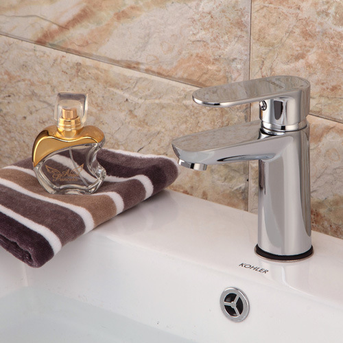 Contemporary Brass Single Handle Lavatory Faucet with Chrome