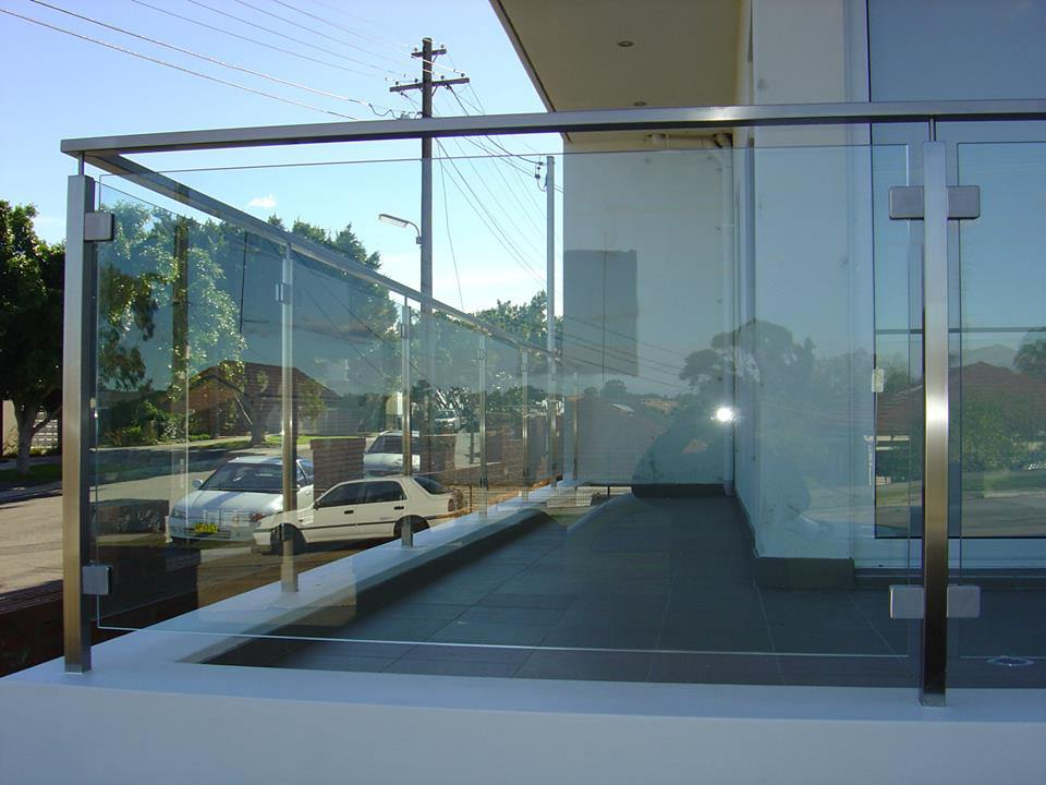 Modern Design Patio Structural Glass Railing/Glass Balustrade Systems for Outdoor