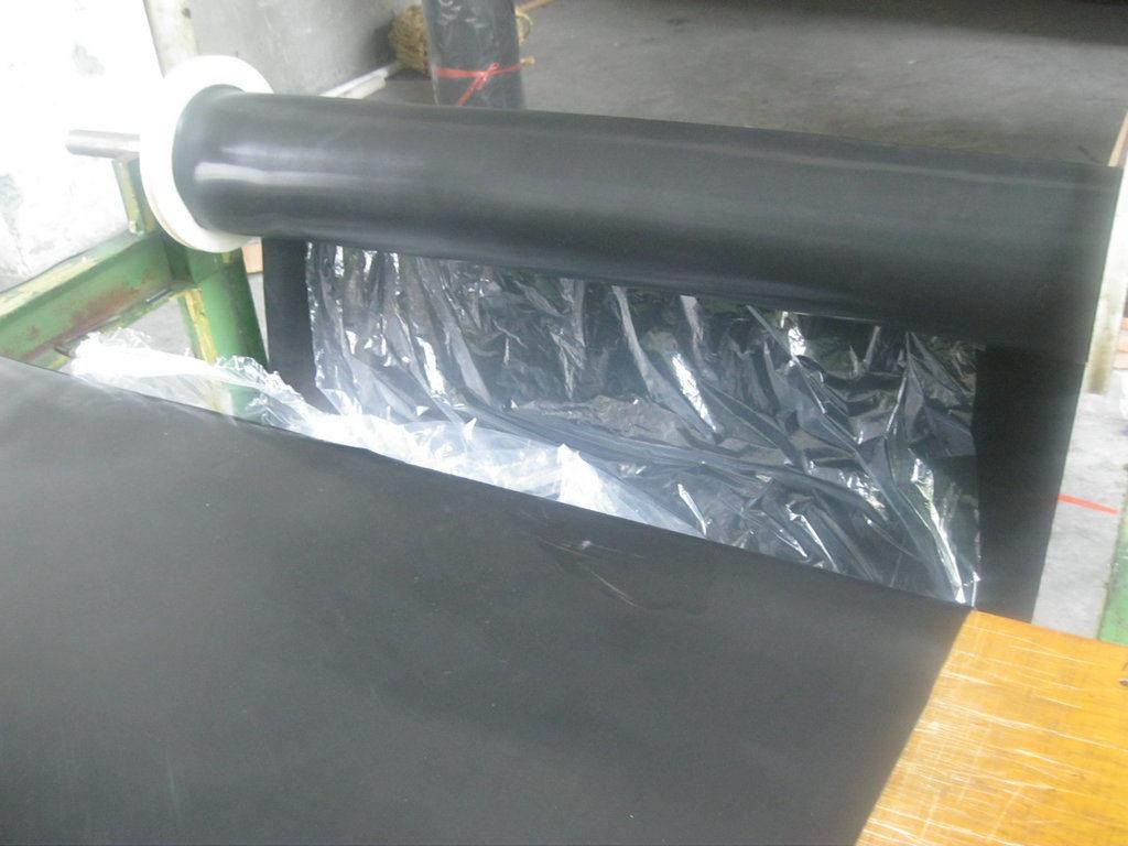 0.5-10mm X 1.2m X 10m Food Grade Viton Sheet, FKM Sheet, Fluorubber Sheet Postcured Without Smell (3A5007)