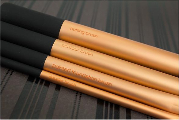Newest Hot Sale Christmas 4PCS/Set Eye Brush Long Lasting Toothbrush Cosmetics Makeup Brush Gloden Makeup Tools