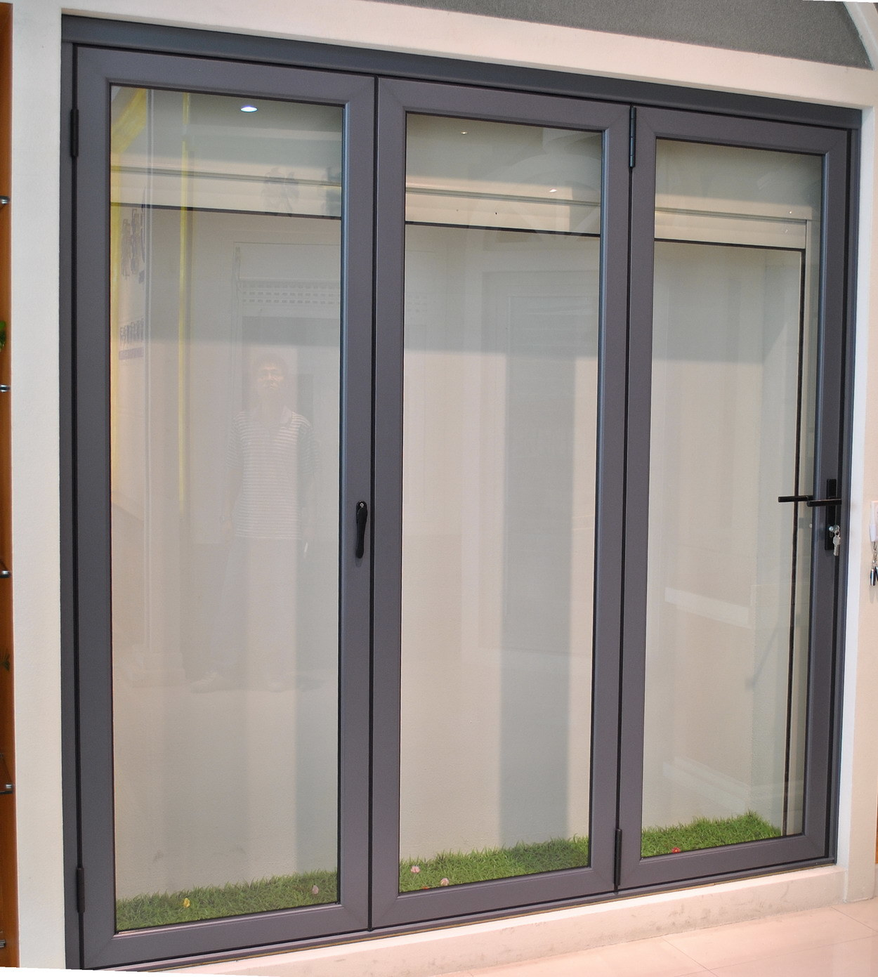China glass sliding door hl 903 china glass sliding for Aluminium folding doors