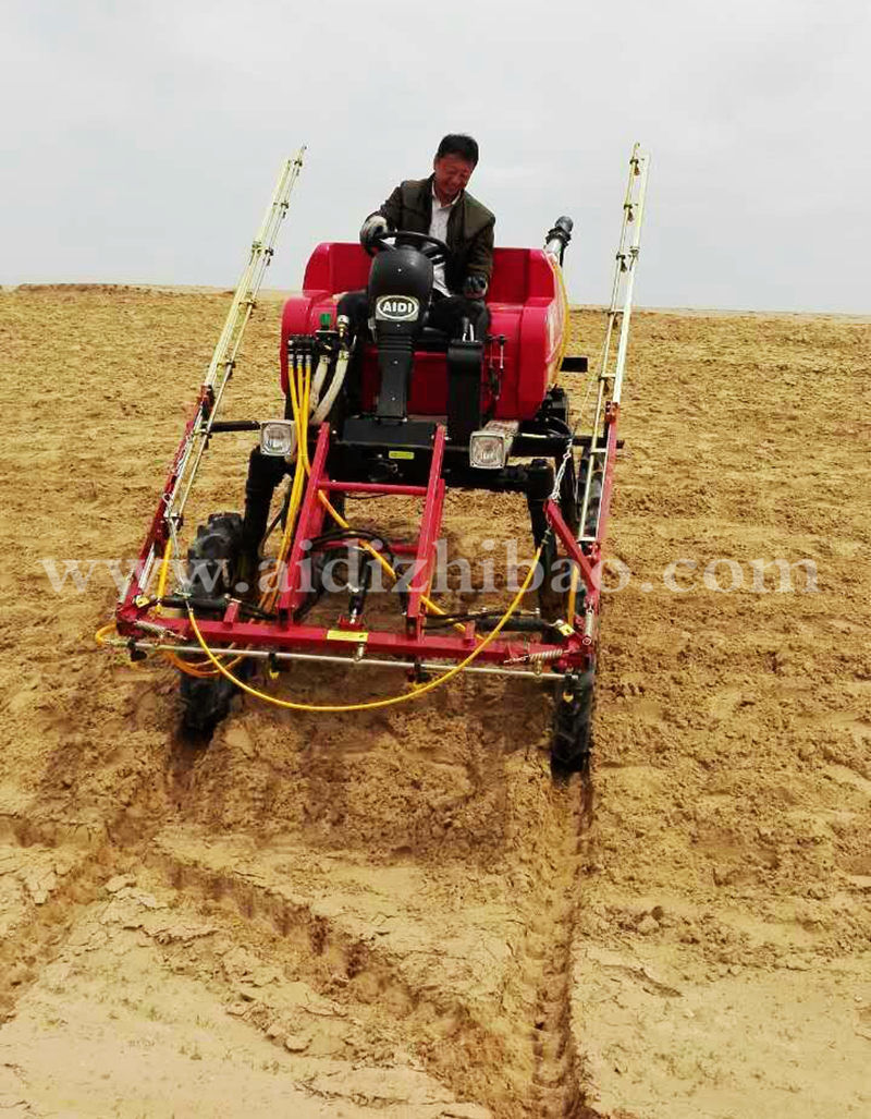 Aidi Brand 4WD Hst Self Propelled Diesel Engine Boom Sprayer with Pesticide