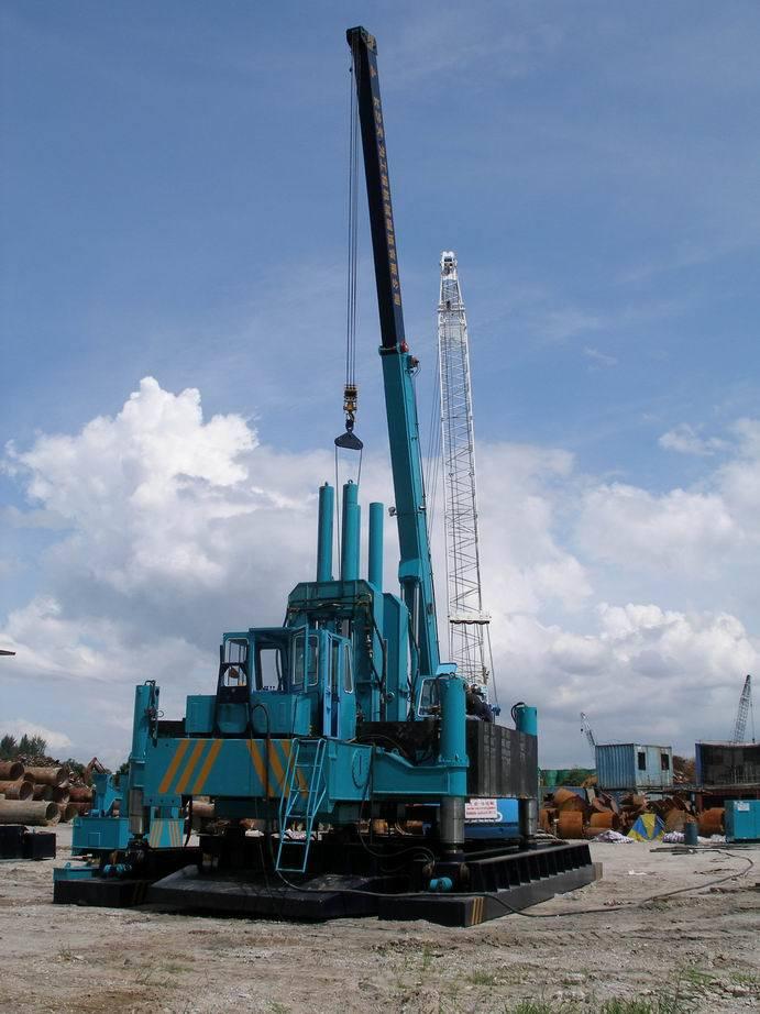 hydraulic piling machine