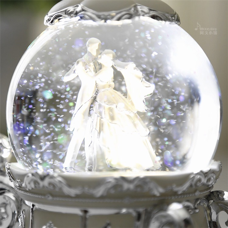Resin Snow Globe Wedding with LED and Music Function