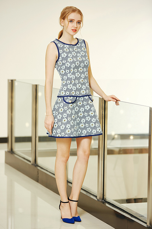 Fitted Floral Pattern Winter Jacquard Skating Fabric Dress with Solid Triming All Over