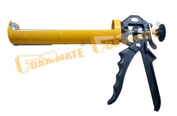 Caulking Gun (C820)