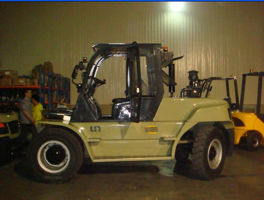Un 10.0t Diesel Forklift with Original Isuzu Engine with Duplex 5.5m Mast