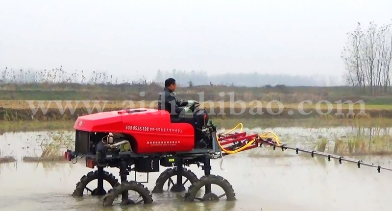 Aidi Brand 4WD Hst Tractor Self-Propelled Boom Sprayer for Paddy Field and Farm