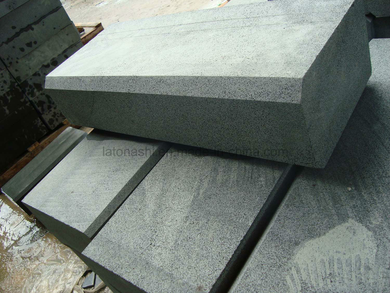 Flamed Finished Basalt Kerbstone for Outdoor Paving