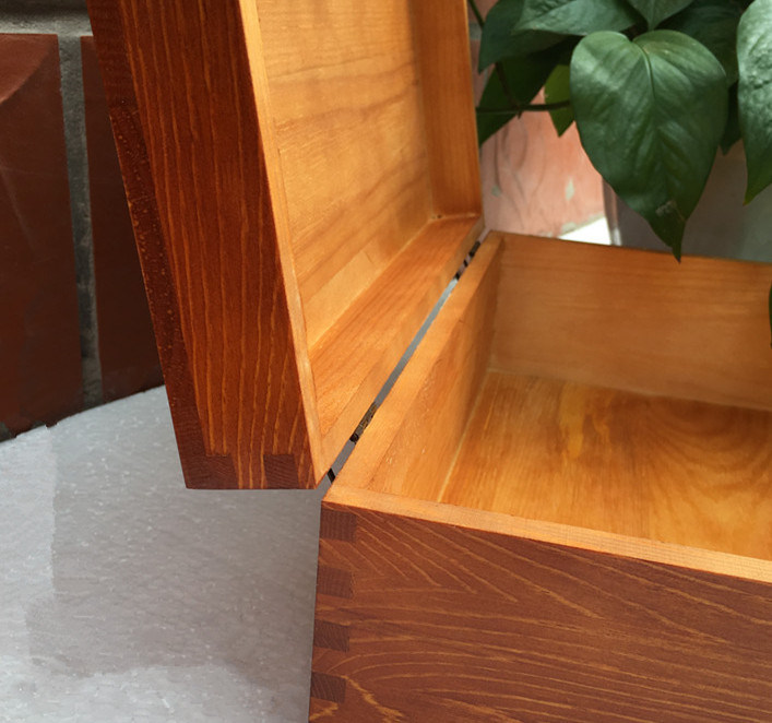 Fine Wood Packing Box with Lock