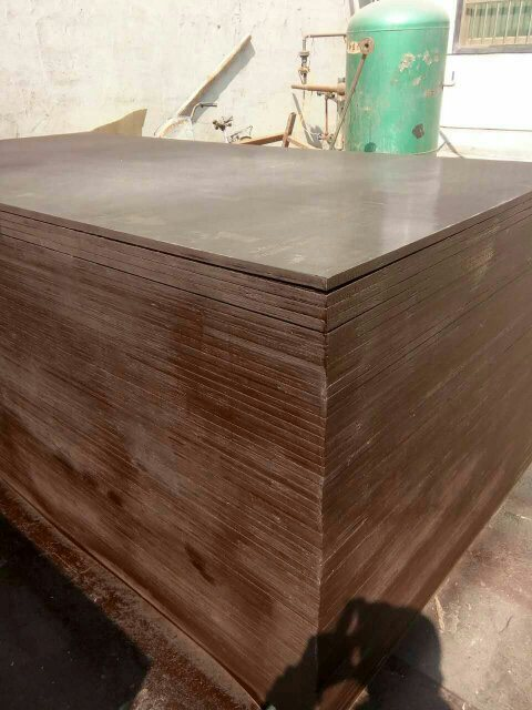 Glossy Surface Film Faced Plywood, Brown Film, WBP Glue, Poplar Core, Size 1220X2440X12mmm
