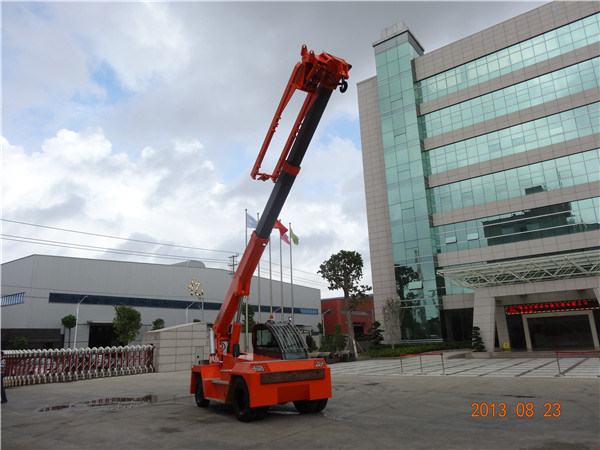China 10ton Mobile Telescopic Crane with Bunlde of Slab