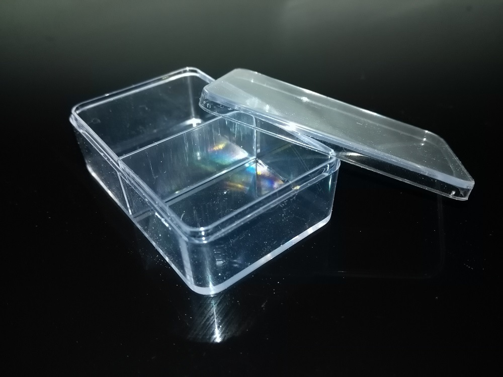 Clear Plastic with 2 Dividers for Wedges