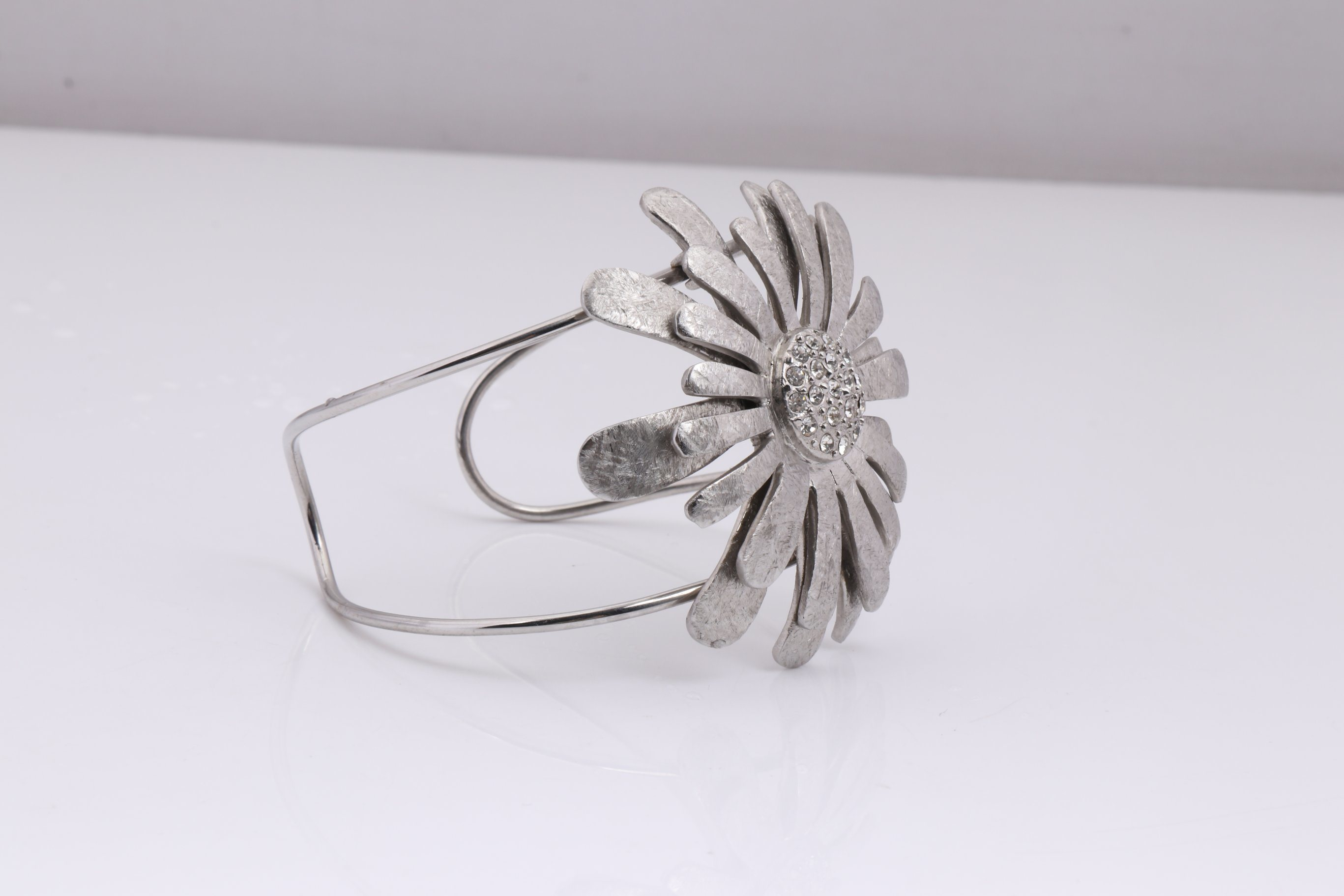 Stainless Steel Flower Bangle Jewelry Bracelet Wholesale for Women