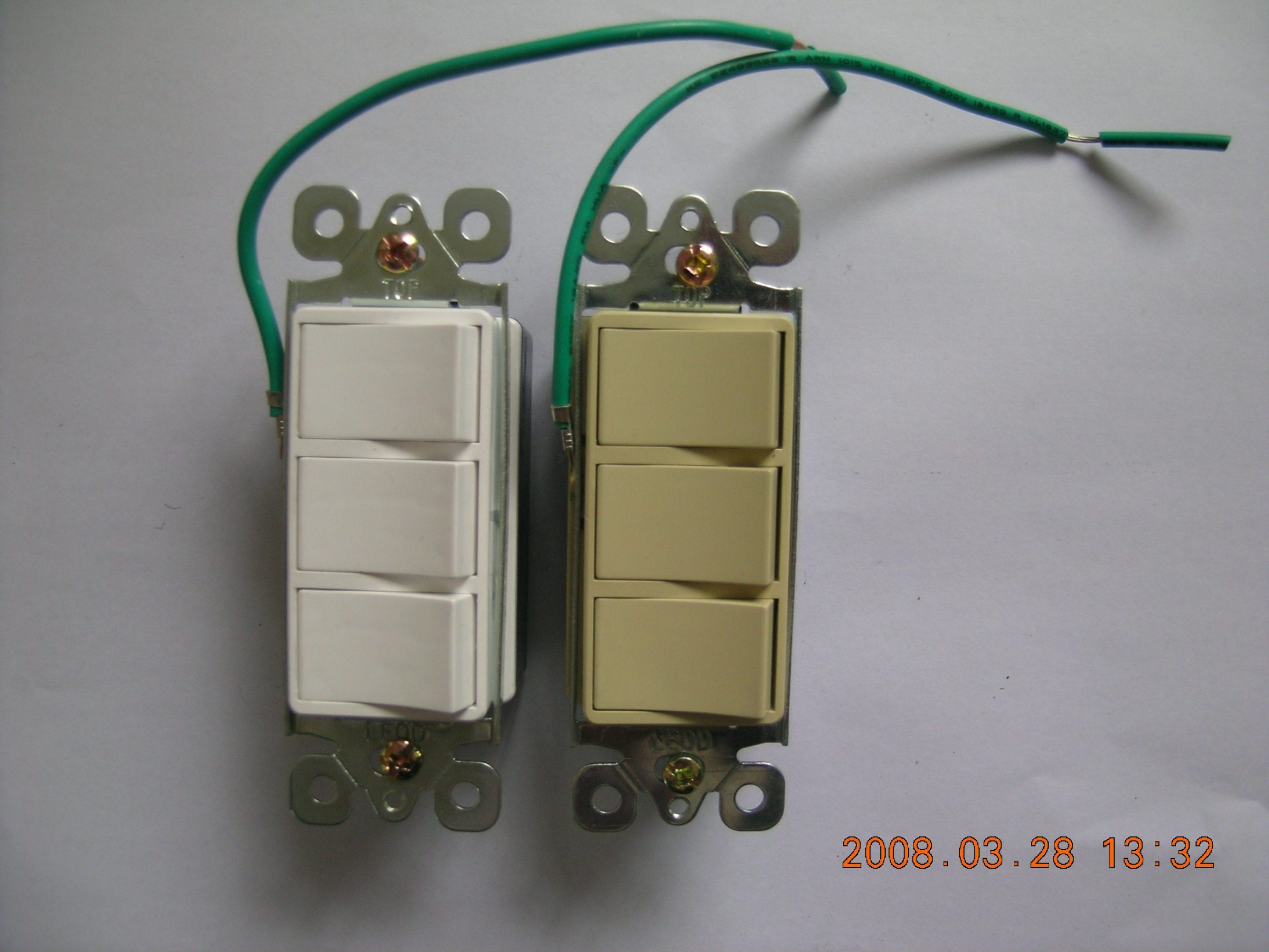 15 AMP, 120/277 Volt, Decora Three Single-Pole AC Combination Switch, Commercial Grade, UL Listing