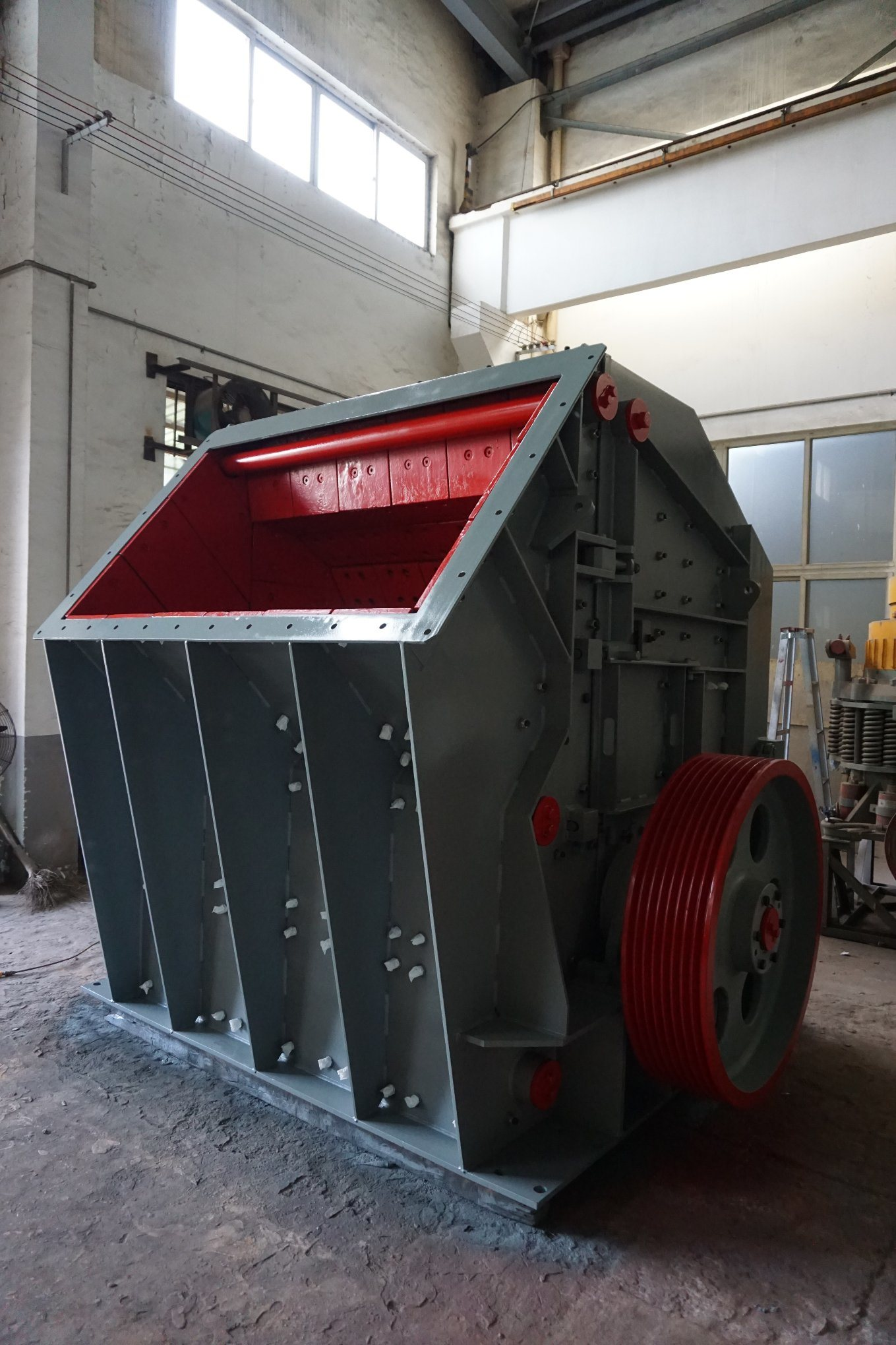 Hydraulic Impact Crusher for Limestone Crushing Plant