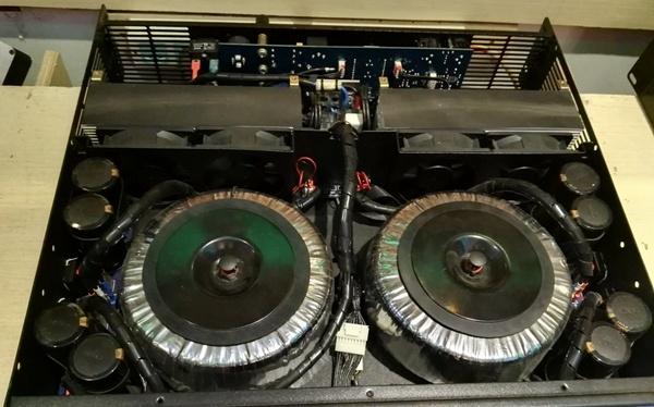 Cc Series, 2 Channels Professional Power Amplifier 2u Standard Cabinet (CC3200) -White Board