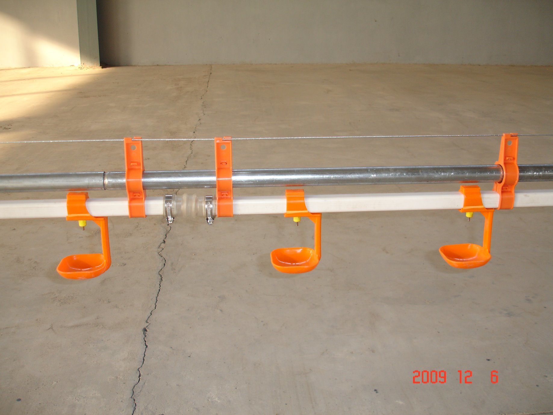 Automatic Moder Double Seal Nipple Drinking System for Broiler Chicken/Breeder Chicken/Layer Chicken