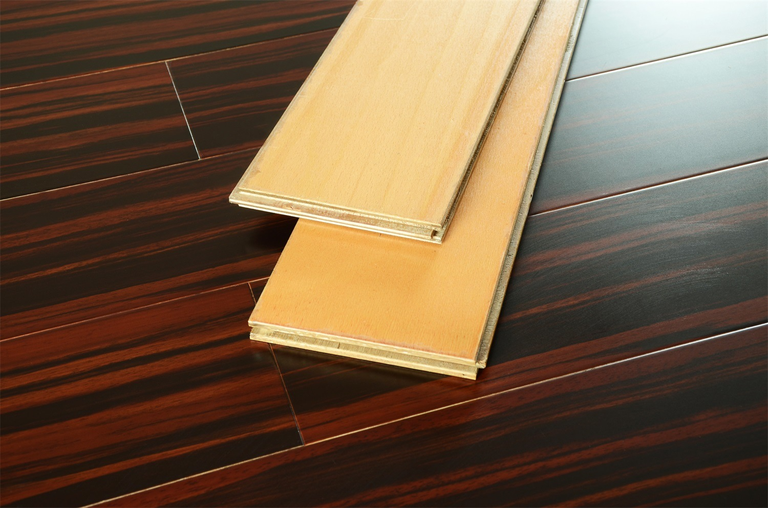 Waterproof Multi-Layer Solid Wood Flooring for Kitchen/Living Room/Chindren Room/Bed Room