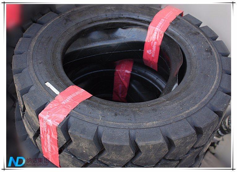 Expert Manufacturer Forklift Tyre 825-15