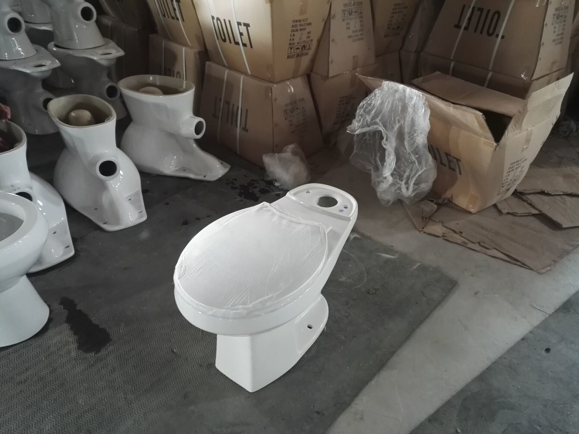 8010 Stock Sanitary Ware, Siphonic Top Push Round Two Piece Toilet