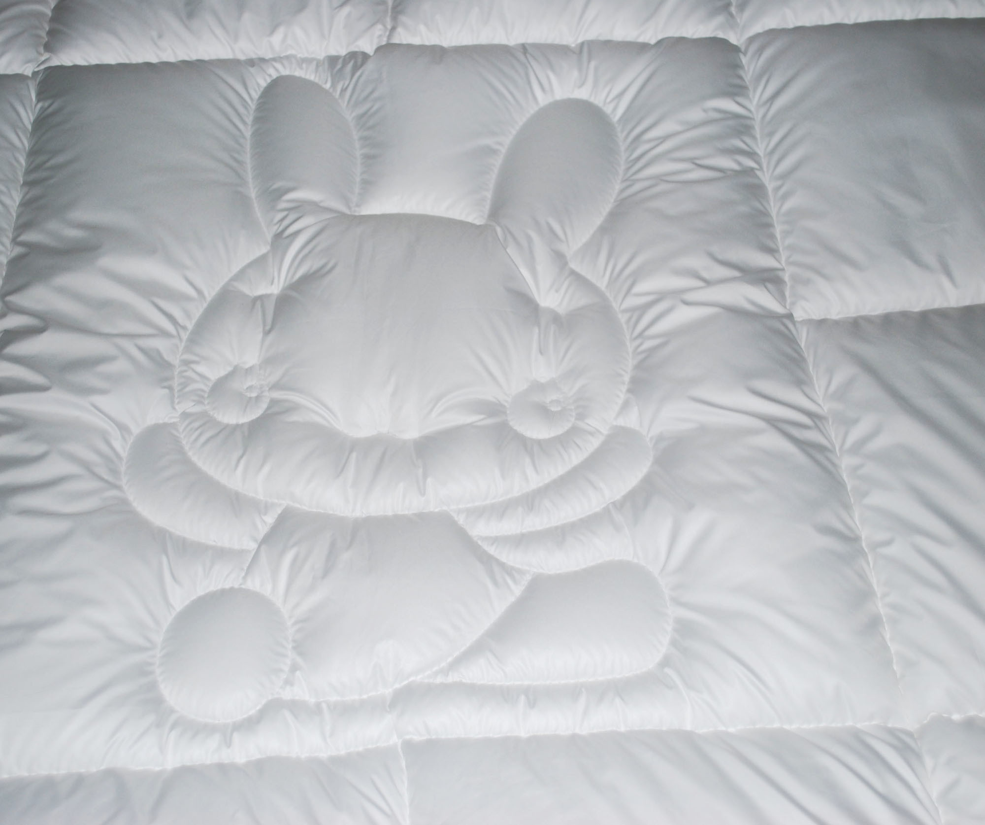 Luxury Super Soft Microfiber Quilt with Rabbit Design
