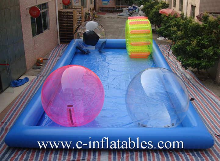 Piscina de agua rectangular inflable del color azul con la for Piscina lona rectangular