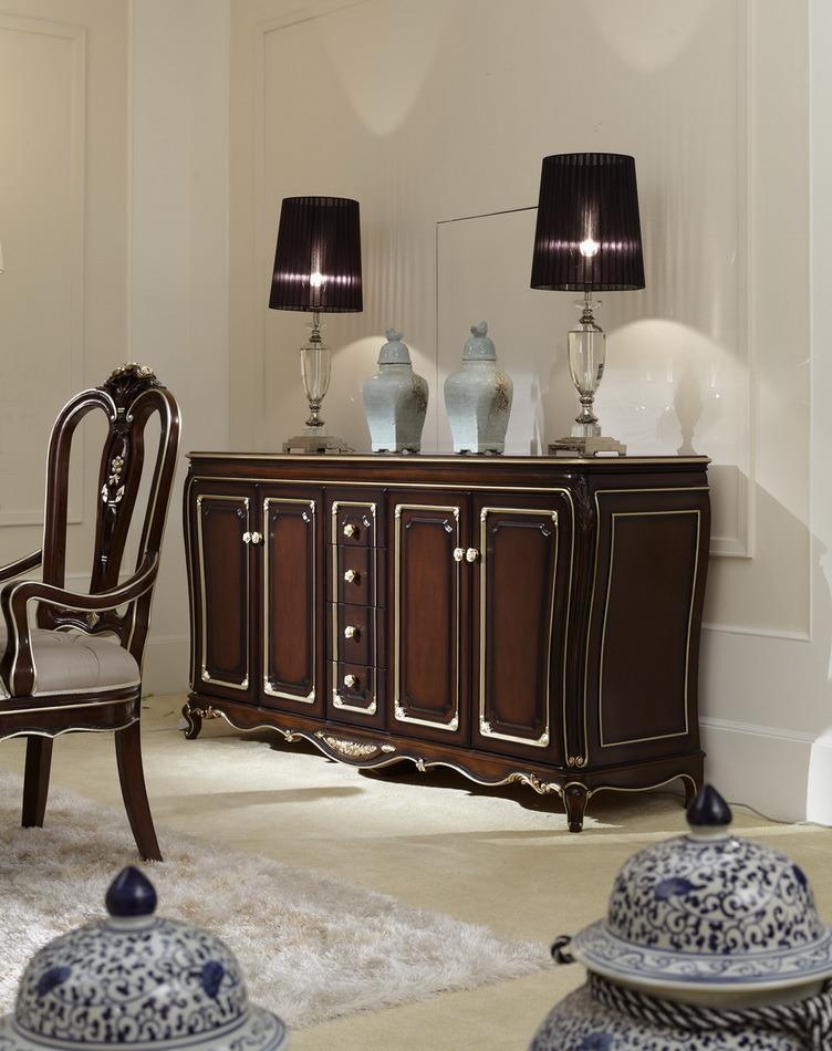 Foto de Sillas de madera clásicas de la Mueble-Tabla del comedor ...