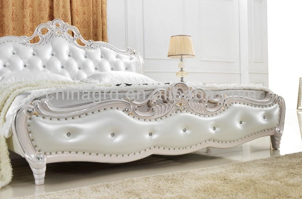 Lit classique de style royal pour chambre coucher photo for Chambre a coucher royale
