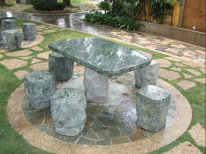 Banco al aire libre de la piedra del jard n banco al for Bancos de granito para jardin