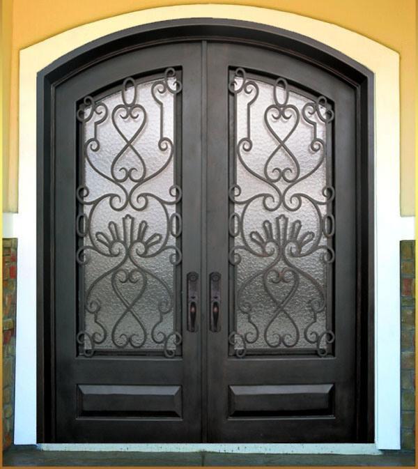 La entrada principal forj la puerta del hierro labrado for Puertas de metal con diseno