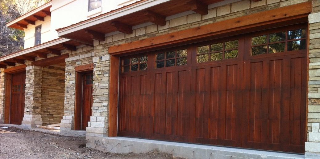 Puerta del garage puerta de madera del garage carriage for 2 costo del garage