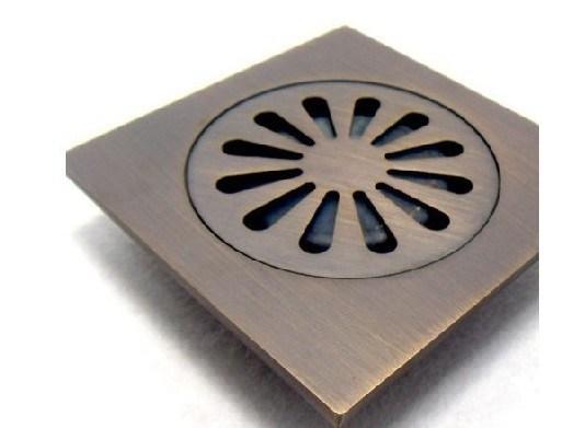 grille en laiton de perte de plancher d 39 gouttoir de douche de salle de bains d 39 antiquit libre. Black Bedroom Furniture Sets. Home Design Ideas