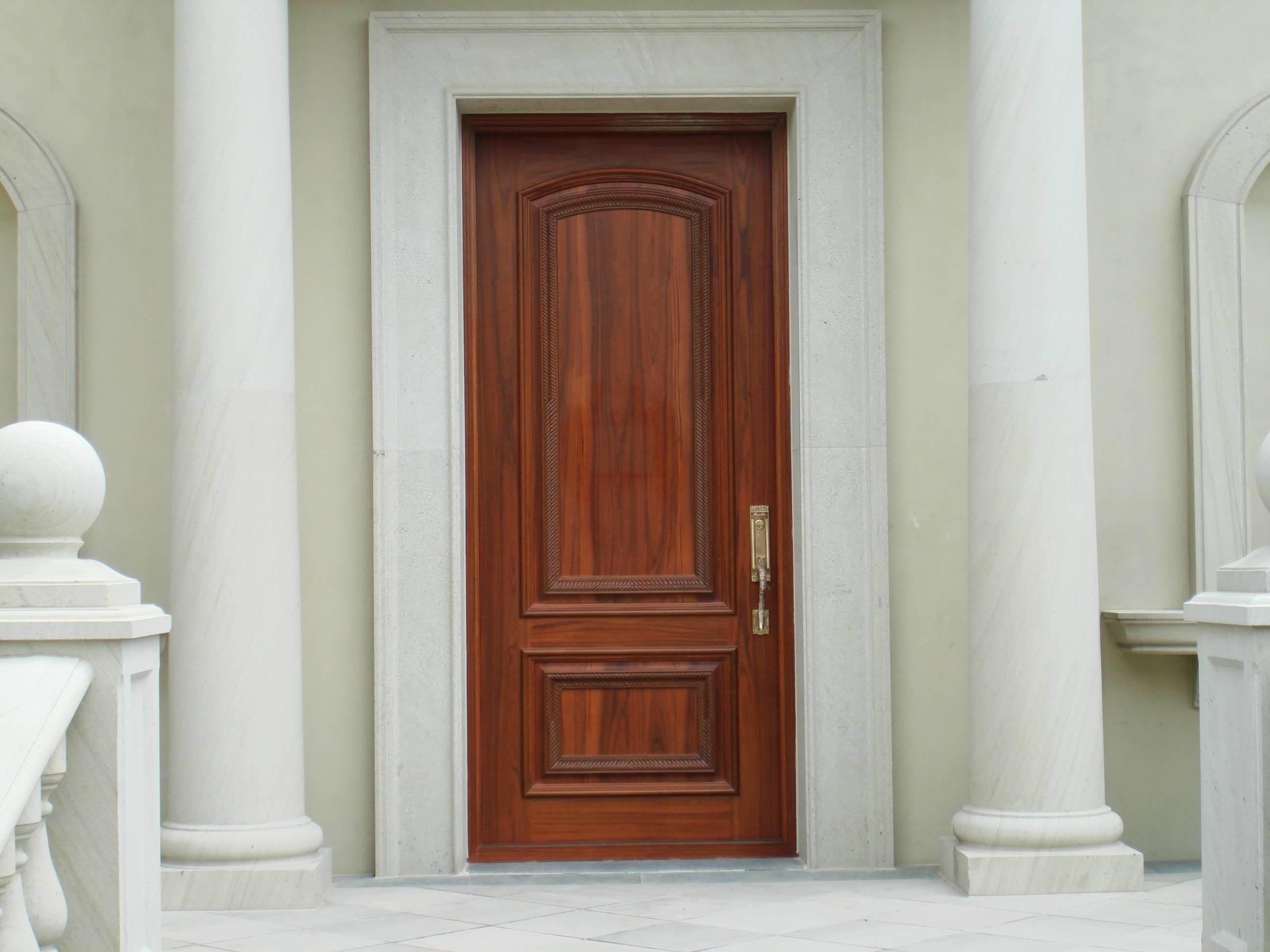 Puerta de madera de la entrada puerta de madera de la for Puertas entrada madera maciza precios