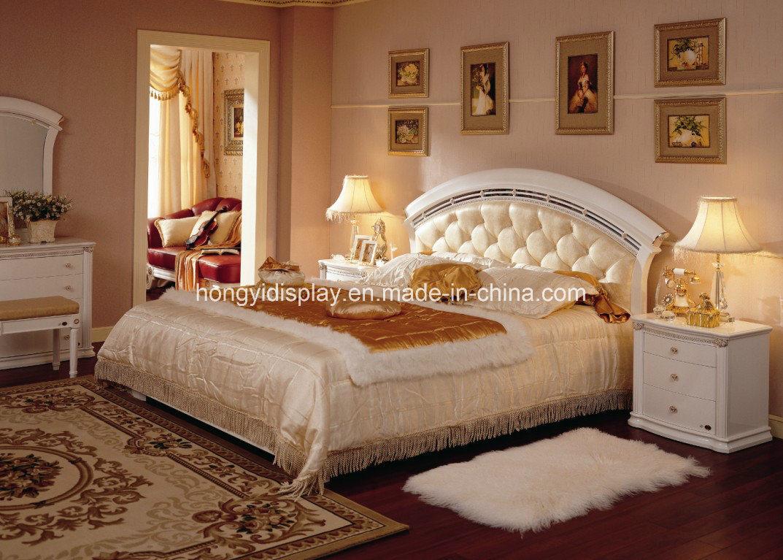 Foto de cama matrimonial europea cl sica de madera s lida for Cama matrimonial precio
