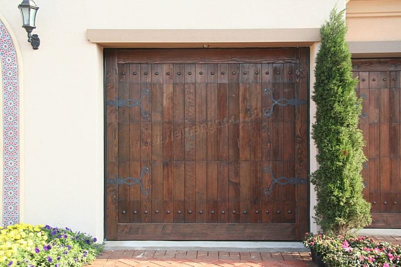 Puerta del garage puerta de madera del garage carriage for Puertas de madera para garage