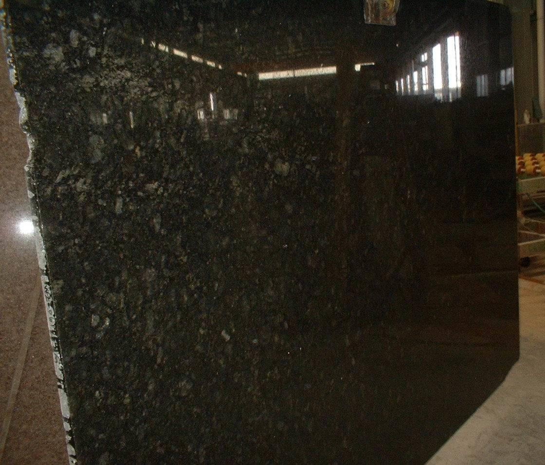 Losas naturales del granito verde ubatuba losas for Marmol color verde ubatuba