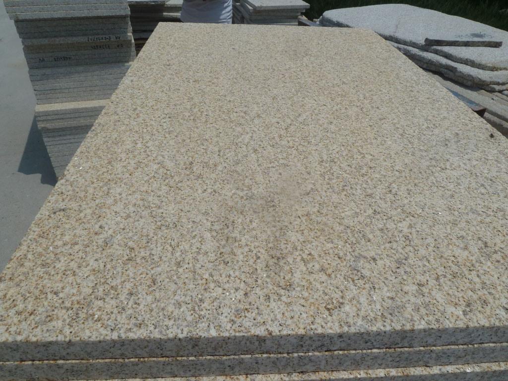Arenado de baldosas de granito amarillo de la pared for Baldosas de granito
