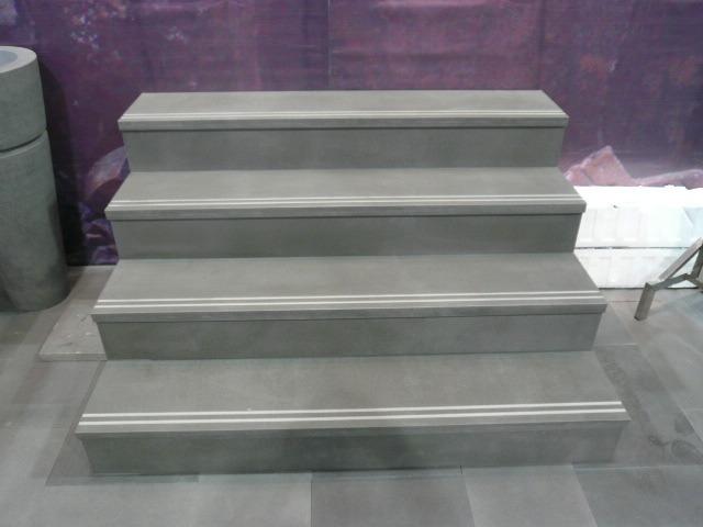 Basalto gris del color escaleras paso y riser basalto for Colores de marmol para escaleras