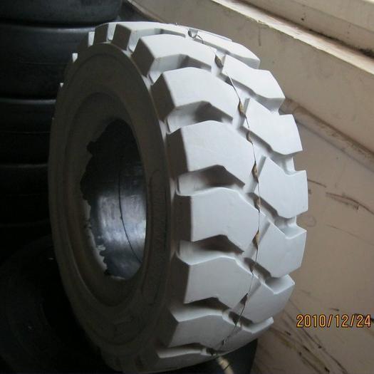 pneus pleins de chariot l vateur pneus pleins de resillient pneus pleins de chariot l vateur. Black Bedroom Furniture Sets. Home Design Ideas