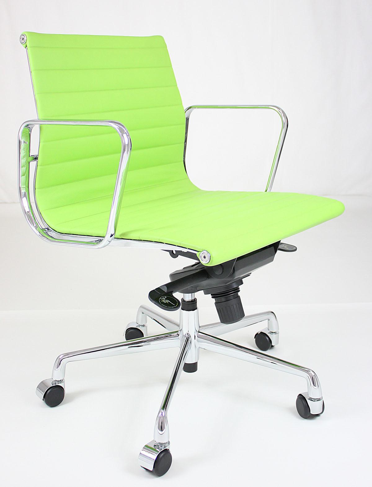 De groene stoel van het bureau eames eoc lme de groene stoel van het bureau eames eoc lme - Stoel aangewezen ...