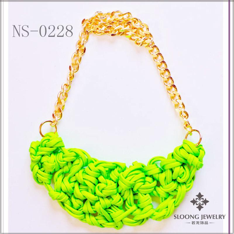 Collar de neón del babero de la cadena del oro verde \u2013 Collar de neón del babero de la cadena del oro verde proporcionado por Yiwu City Sloong Jewelry