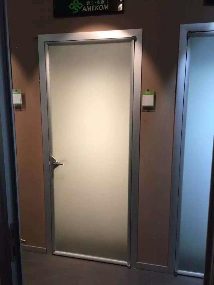 Foto de puerta moderna del cuarto de ba o puerta de - Puertas cristal bano ...
