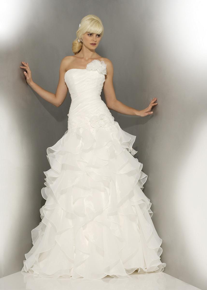 Robe de cath drale l gante et robe de mariage nuptiales for Concepteur de robe de mariage russe