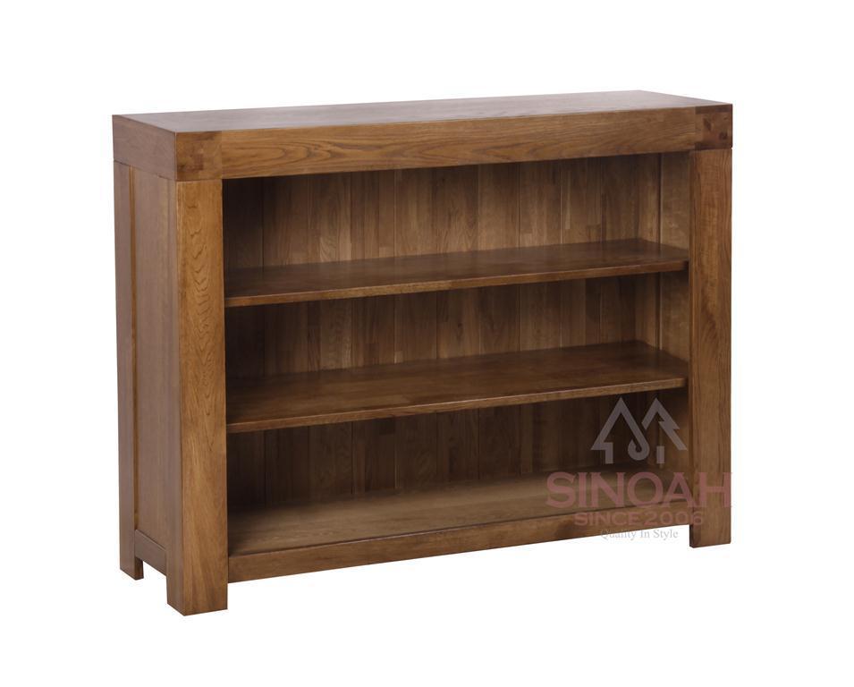 Foto de peque o estante fornido del estante para libros de - Estantes de madera para pared ...