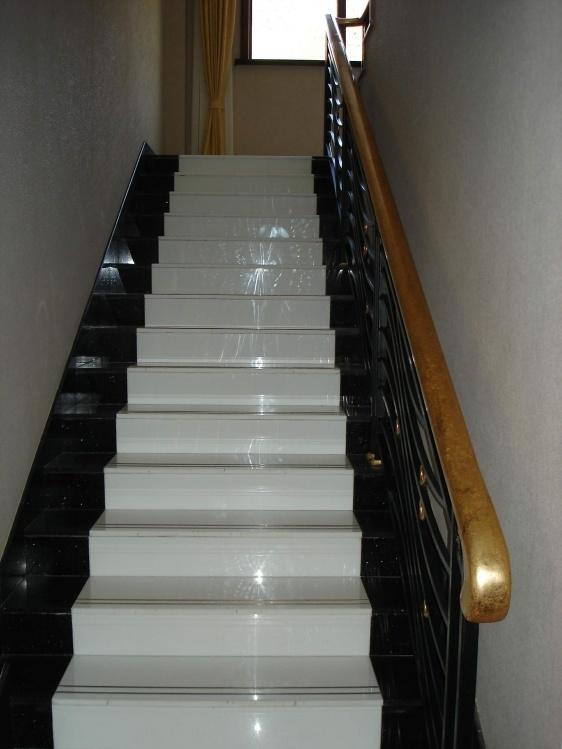Mattonelle bianche delle scale di cristallo mattonelle - Mattonelle per scale ...